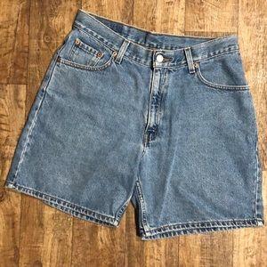 90's Vintage Levi's shorts